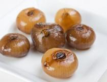 Le cipolle al forno, un antipasto semplice e gustoso