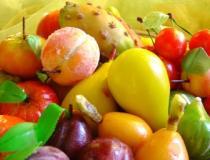 La frutta martorana colora le pasticcerie siciliane durante tutto l'anno, ma soprattutto nel mese di Novembre